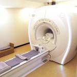 """MR撮影室 """"最新のデジタル伝送技術""""が搭載された1.5T MRI装置 SIGNA Creator(GE製)を導入しています。"""